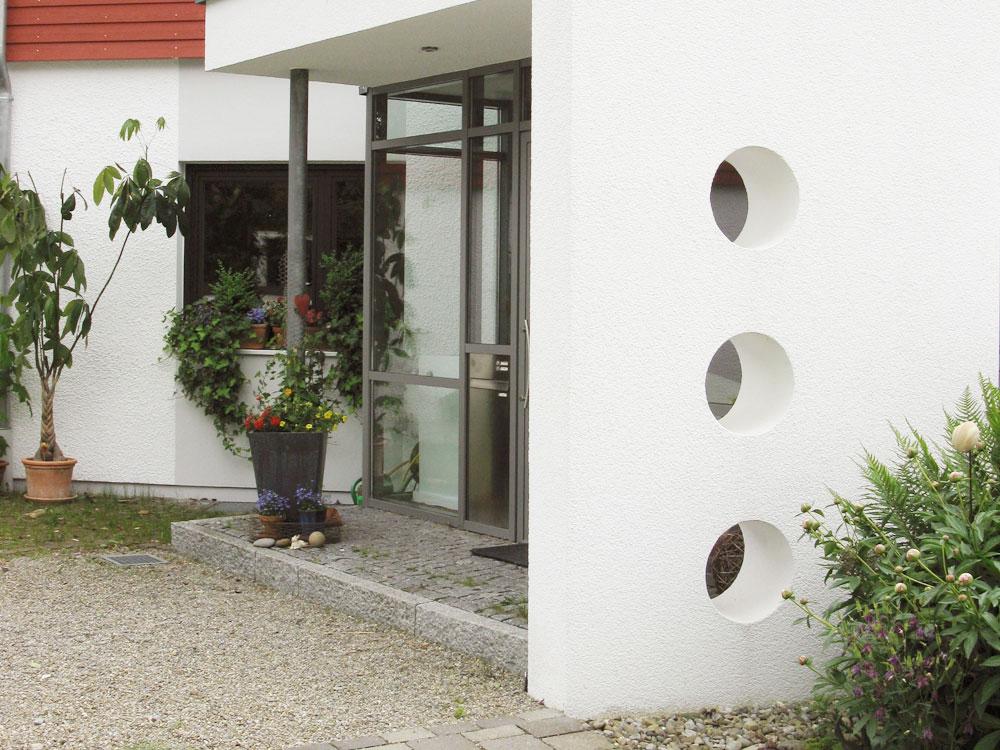 Optisch aufgewertet – neuer Eingangsbereich und Umbau bei Ravensburg